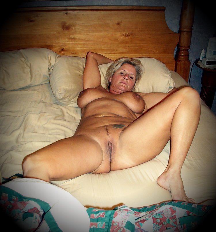 Carole une salope cougar en manque de sexe