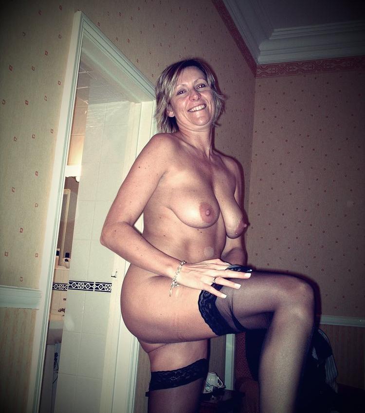 Madame cougar aime la sodomie et l'anulingus