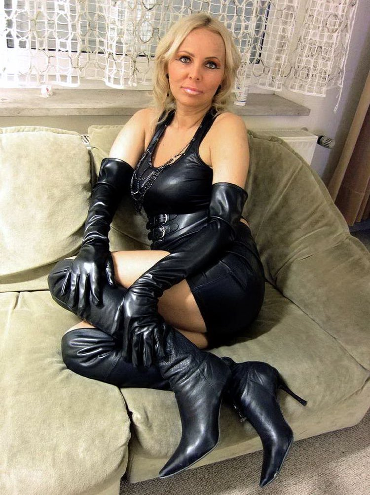Cougar rencontre avec une belle maîtresse mature
